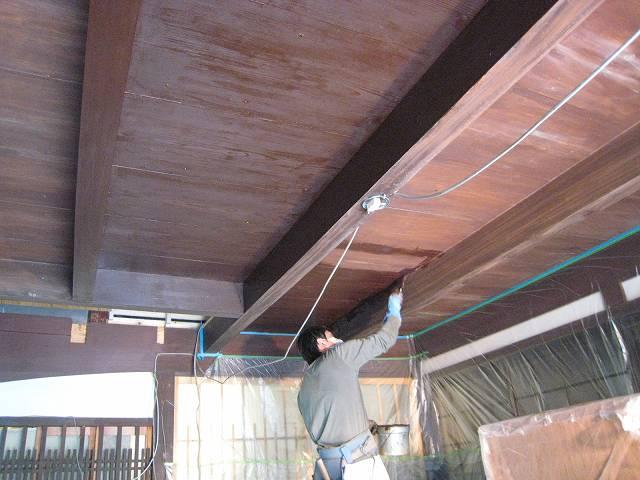 古民家リフォーム中です。天井塗りました。